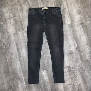 HOLLISTER SUPER SKINNY HIGH WAIST DISTRESSED 13S